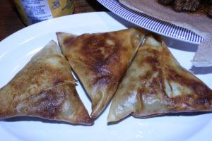 የስጋ ሳምቡሳ Ye'SiGa SamBusa @ Benyam Ethiopian Cuisine
